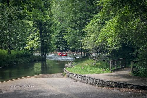 water whitewater raft rafting river nantahala nantahalariver landscape seascape trees nature mothernature footbridge sunny sunnyday outdoors topton northcarolina usa