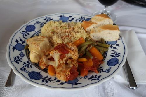 Hähnchen auf marokkanische Art mit Bohnen, Blumenkohl und Möhren (mein Teller)