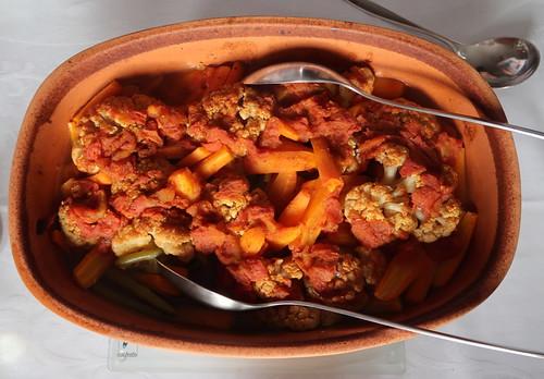 Hähnchen auf marokkanische Art mit Bohnen, Blumenkohl und Möhren