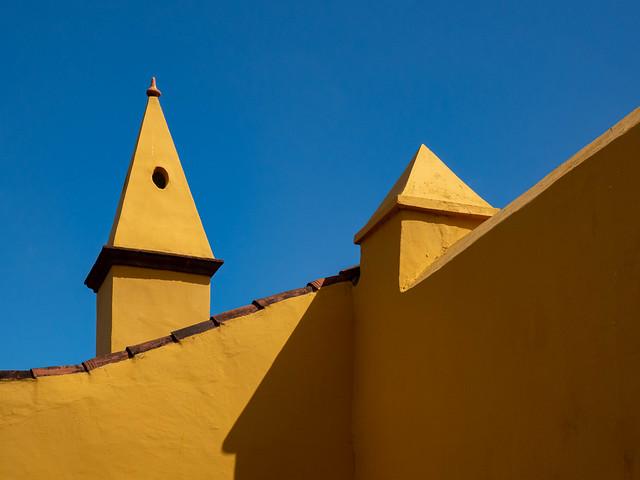 amarillo. Yellow