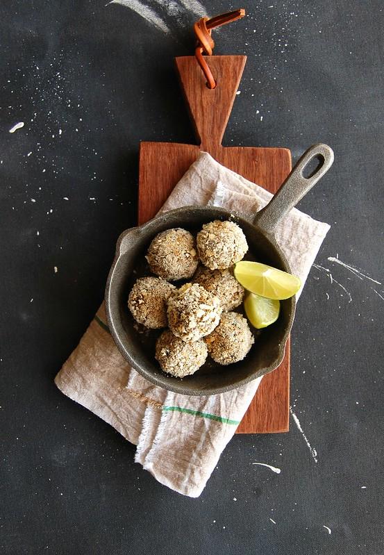 Almôndegas veganas de berinjela, abobrinha e grão de bico