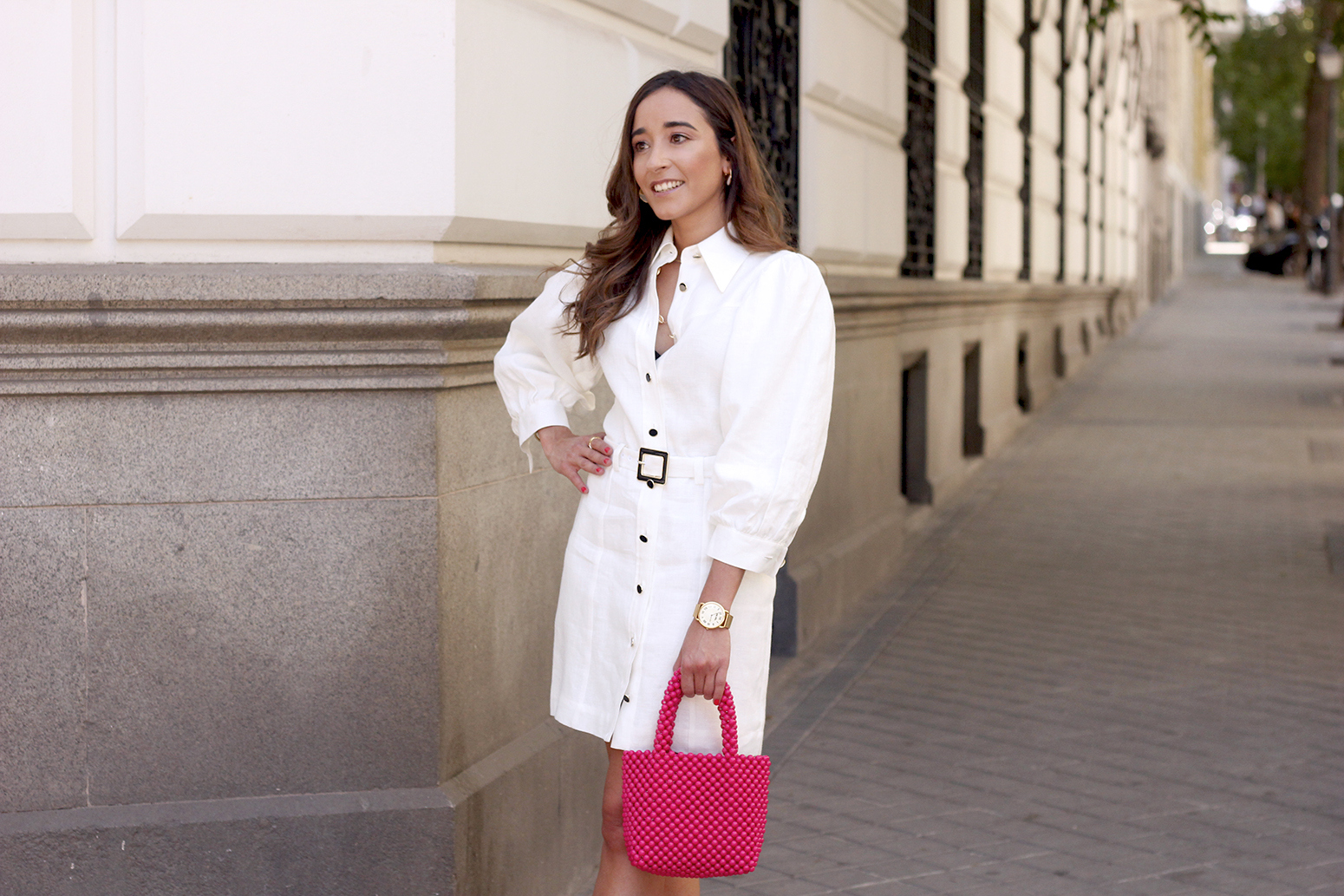 white linen dress pink bag nude sandals folli follie jewellery street style outfit 201911