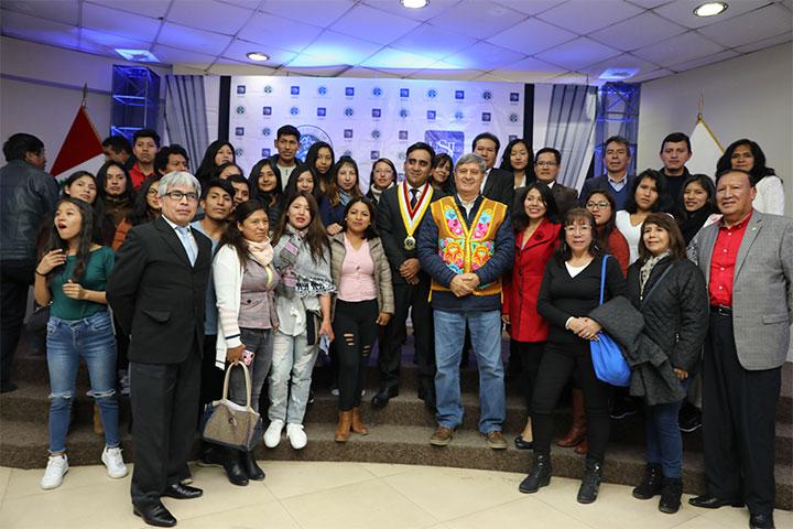 Diez Canseco Terry propone investigar potencialidades de superalimentos andinos de la región central del país