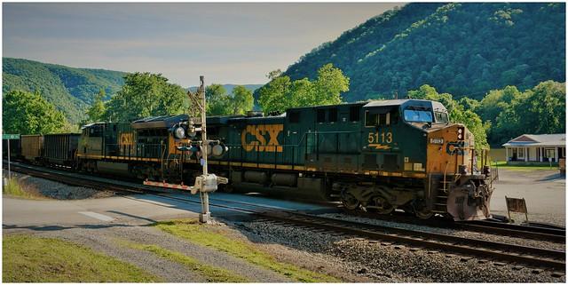 CSX 5113 (AC44CW) & CSX 3281 (ET44AH) passing westbound through the crossing @ Sandstone, West Virginia