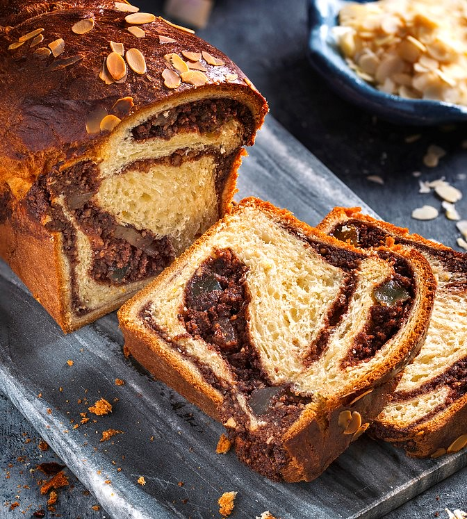 Traditional Romanian Food: Cozonac - Romanian Walnut Bread