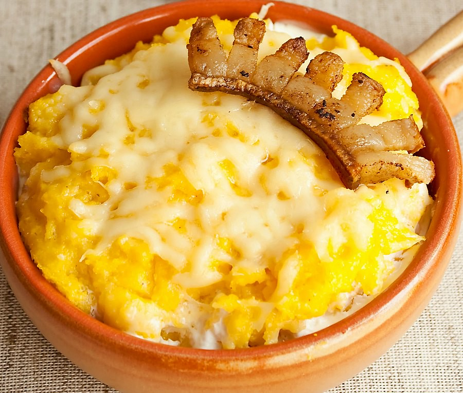 Romanian Dishes: Bultz - Romanian Cheese Polenta