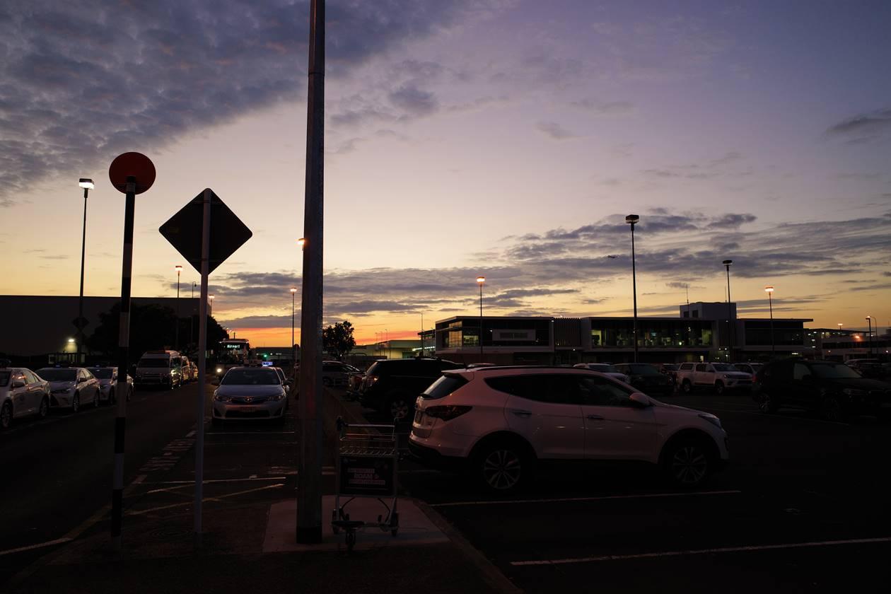 オークランド空港から朝焼け