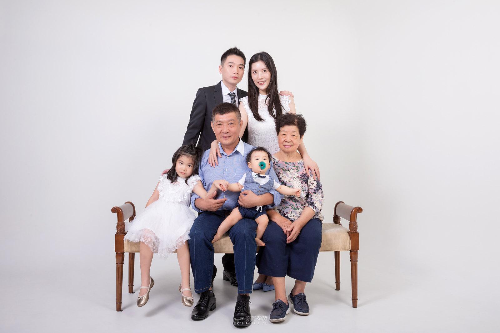 台南全家福 | 拋棄傳統合照的彆扭,忠實呈現家人間最親密的情感7