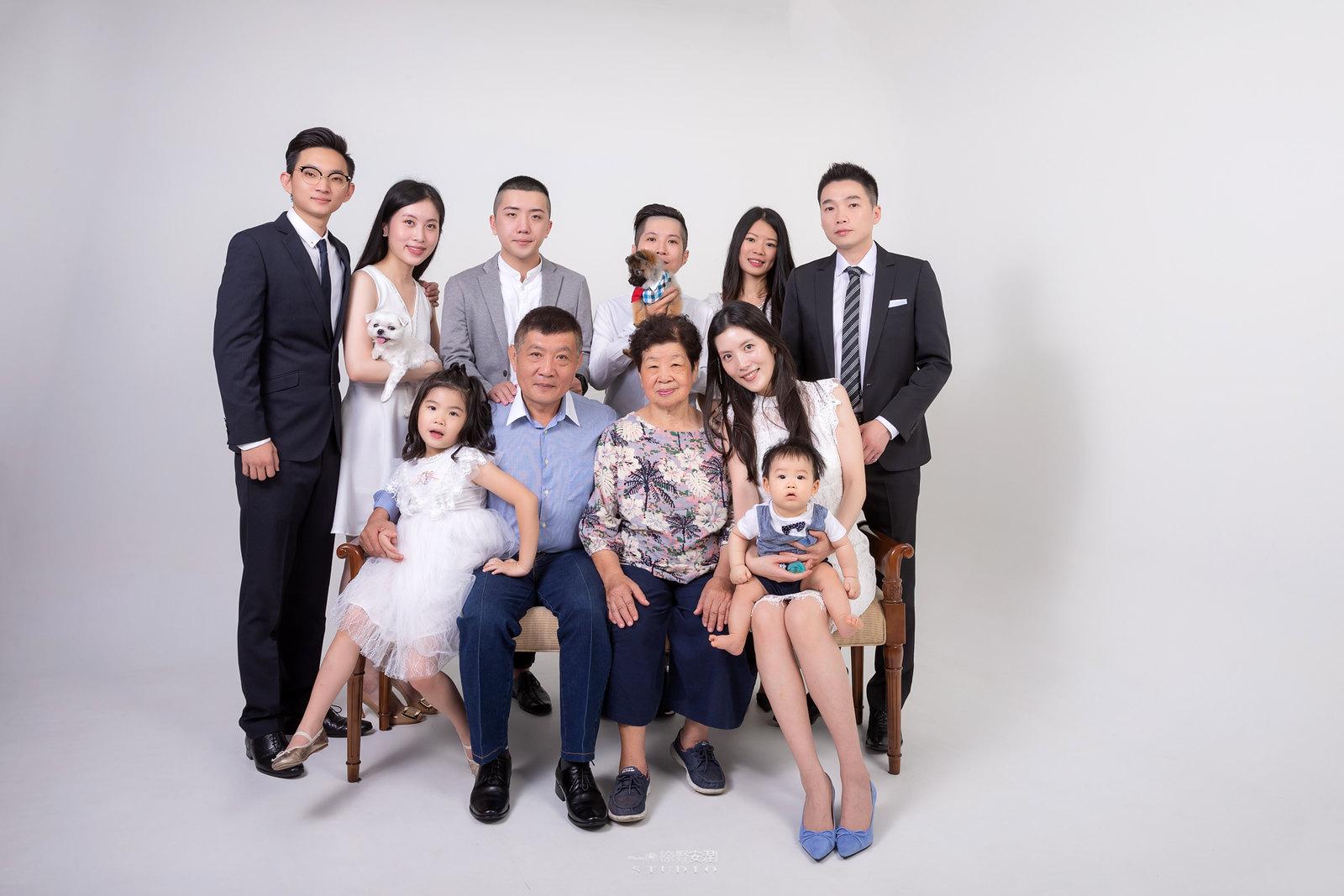 台南全家福 | 拋棄傳統合照的彆扭,忠實呈現家人間最親密的情感5