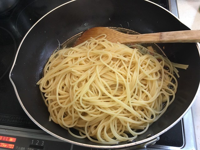 Pasta with bacon and onions