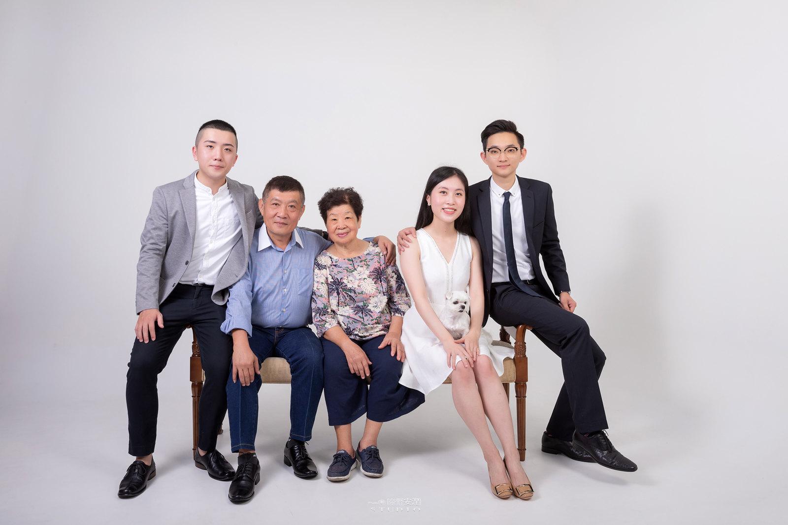台南全家福 | 拋棄傳統合照的彆扭,忠實呈現家人間最親密的情感8