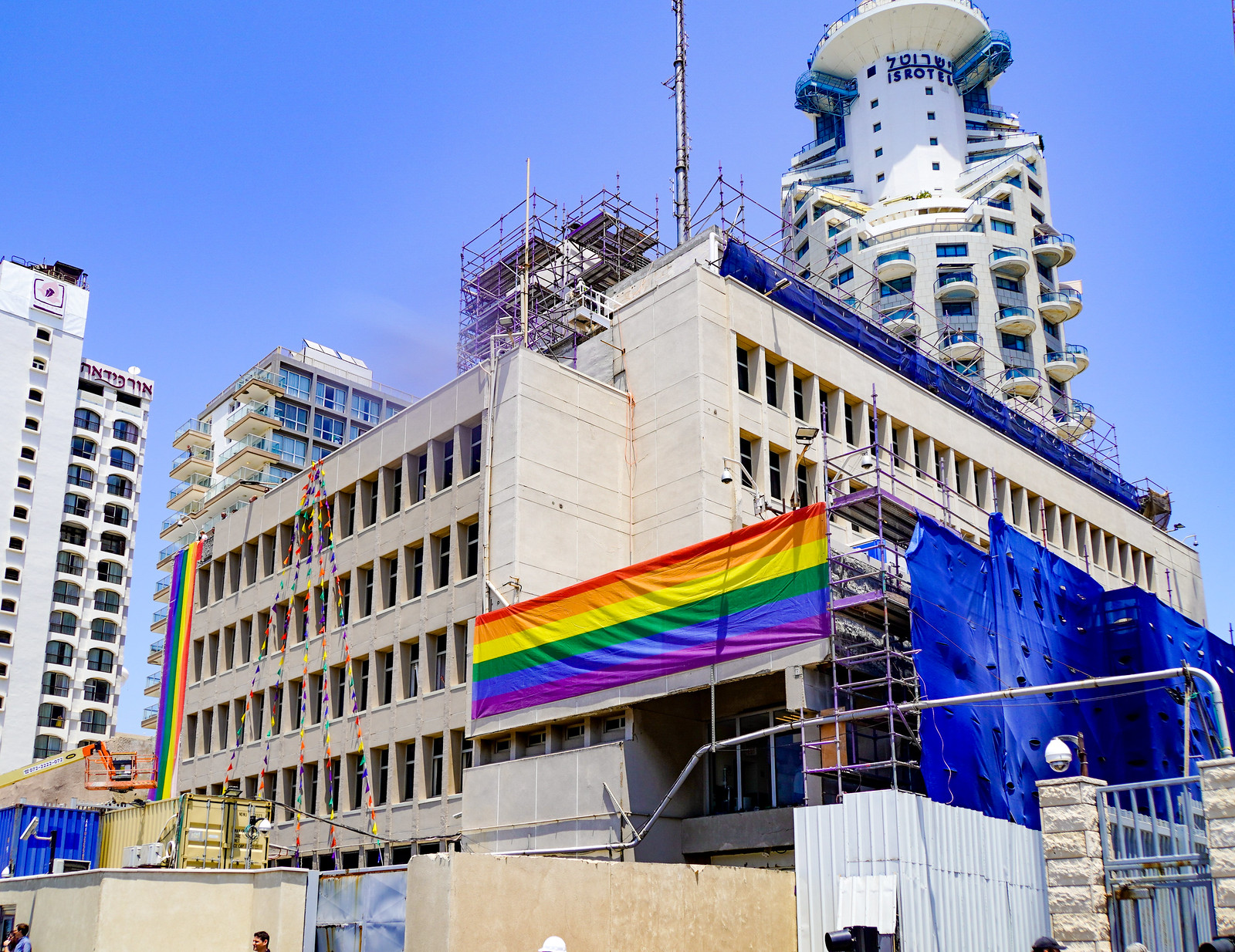 Photo Friday: When the US Embassy showed the Pride Flag in Defiance, Tel Aviv, Israel