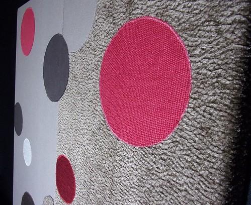 Tableau tissus ronds marron blanc et rouge3