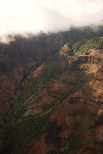 mountwaiʻaleʻale kauai waterfall hawaii hawaiianisland island rain cloudcover airplane tour fujifilm xpro2 green lush paradise pacific