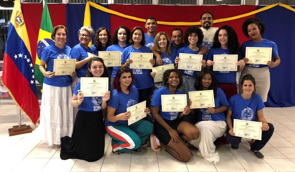 Recife cierra curso de castellano al ritmo del Sebucán y la Burriquita