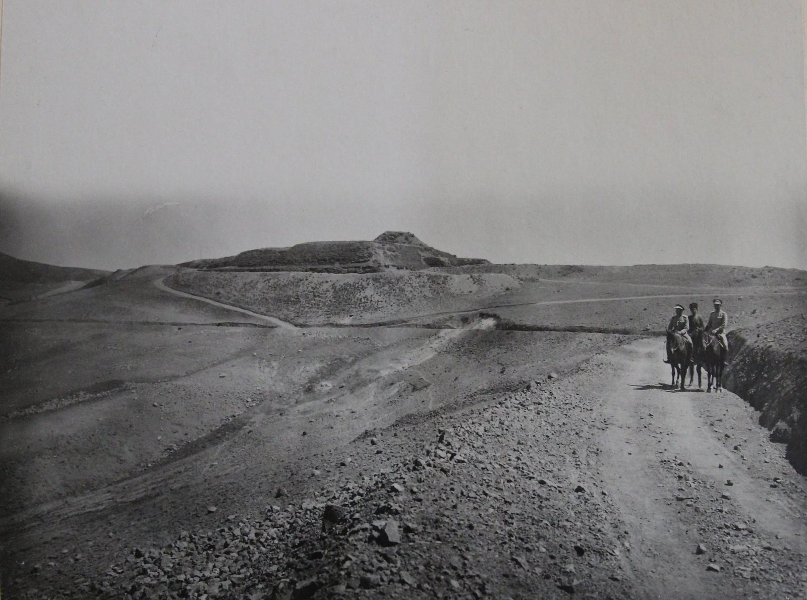 Вид на форт «Западный», бывший турецкий западный палантекенский форт, приспособленный для обороны в составе новой укреплённой позиции