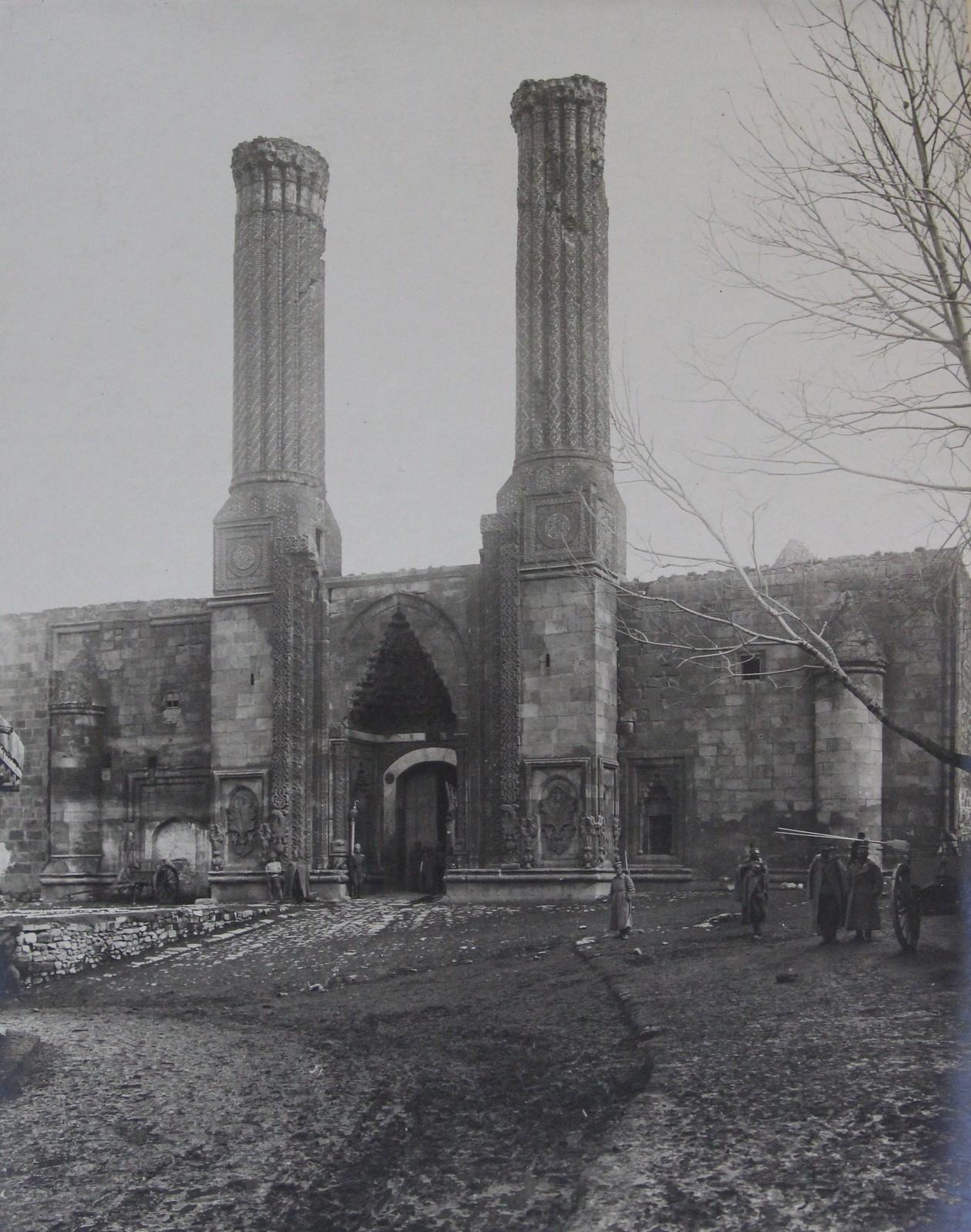 Портал турецкого арсенала