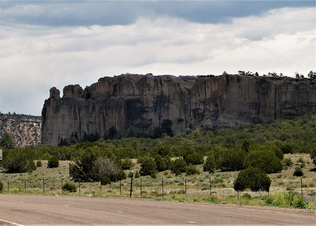 61519-60, Rugged Rocky Cliffs