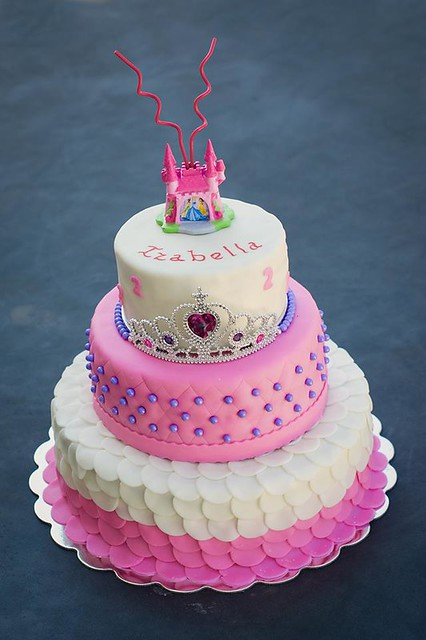 Cake by AZI's Cakes & Cupcakes
