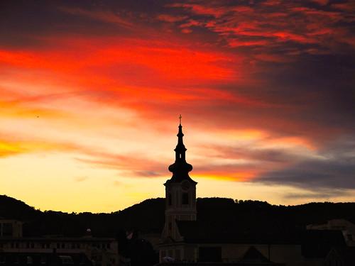 sunset evening sky cloud glow fire red orange yellow church spire linz urfahr upperaustria oberösterreich austria österreich canonpowershotg10