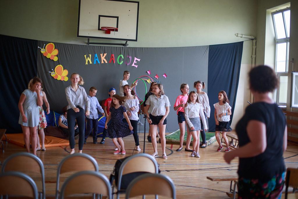"""Premiera spektaklu """"Schronisko"""" Szkoła Podstawowa 145 w Łodzi / Katarzyna Żuk"""