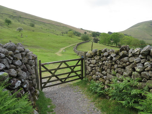 12 - Well graded track to Mitredale and Illgill Head | by samashworth2
