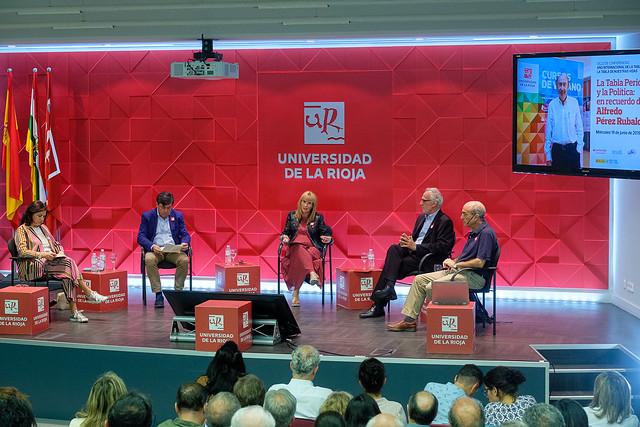 Mesa redonda 'La Tabla Periódica y la Política: en recuerdo de Alfredo Pérez Rubalcaba'