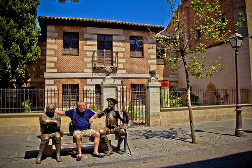 Blogger con Don Quijote y Sancho Panza en Alcalá de Henares