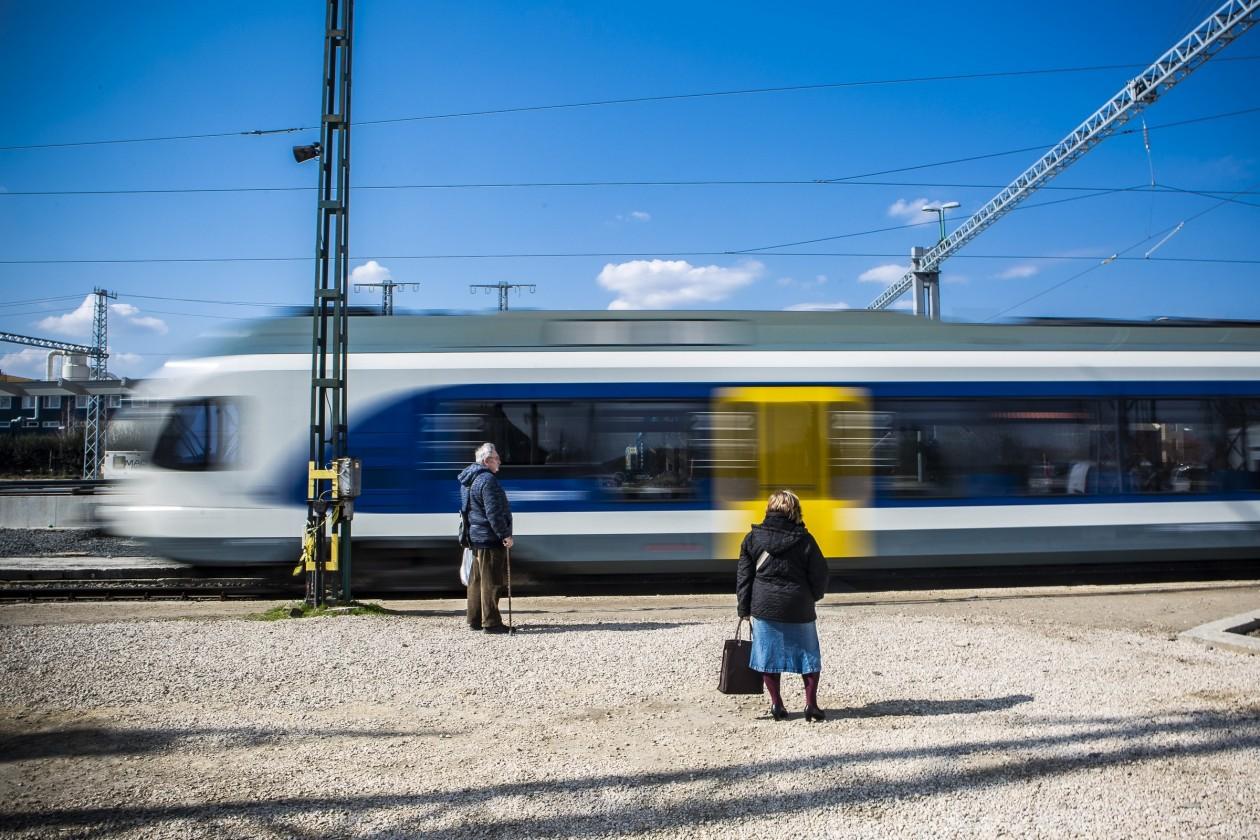 A kormány újabb öt évvel halasztotta el a magyar vasúton utazók jogainak