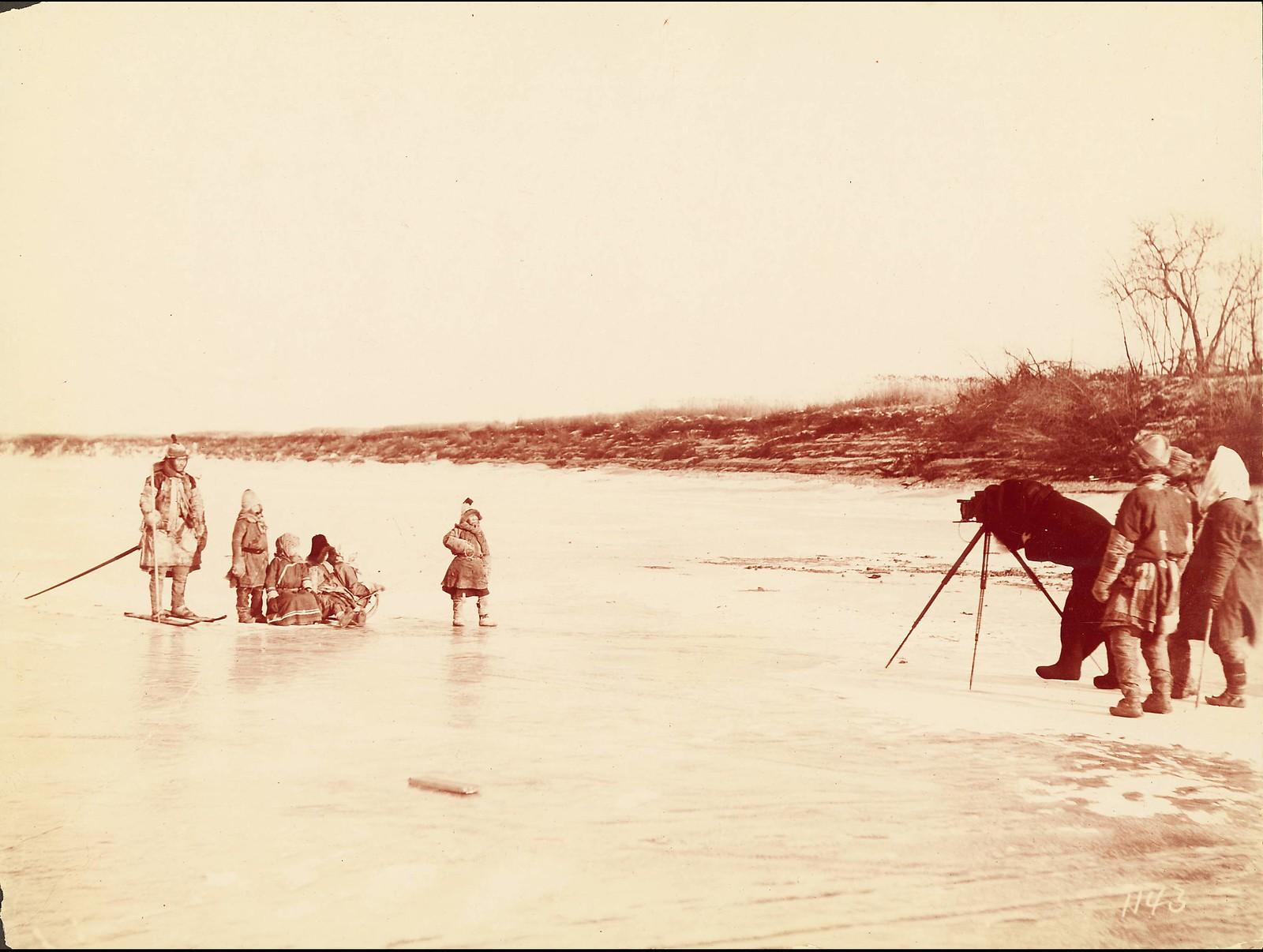 Среди гольдов на Нижнем Амуре. Фотосъемка семейной группы. 19 ноября 1895