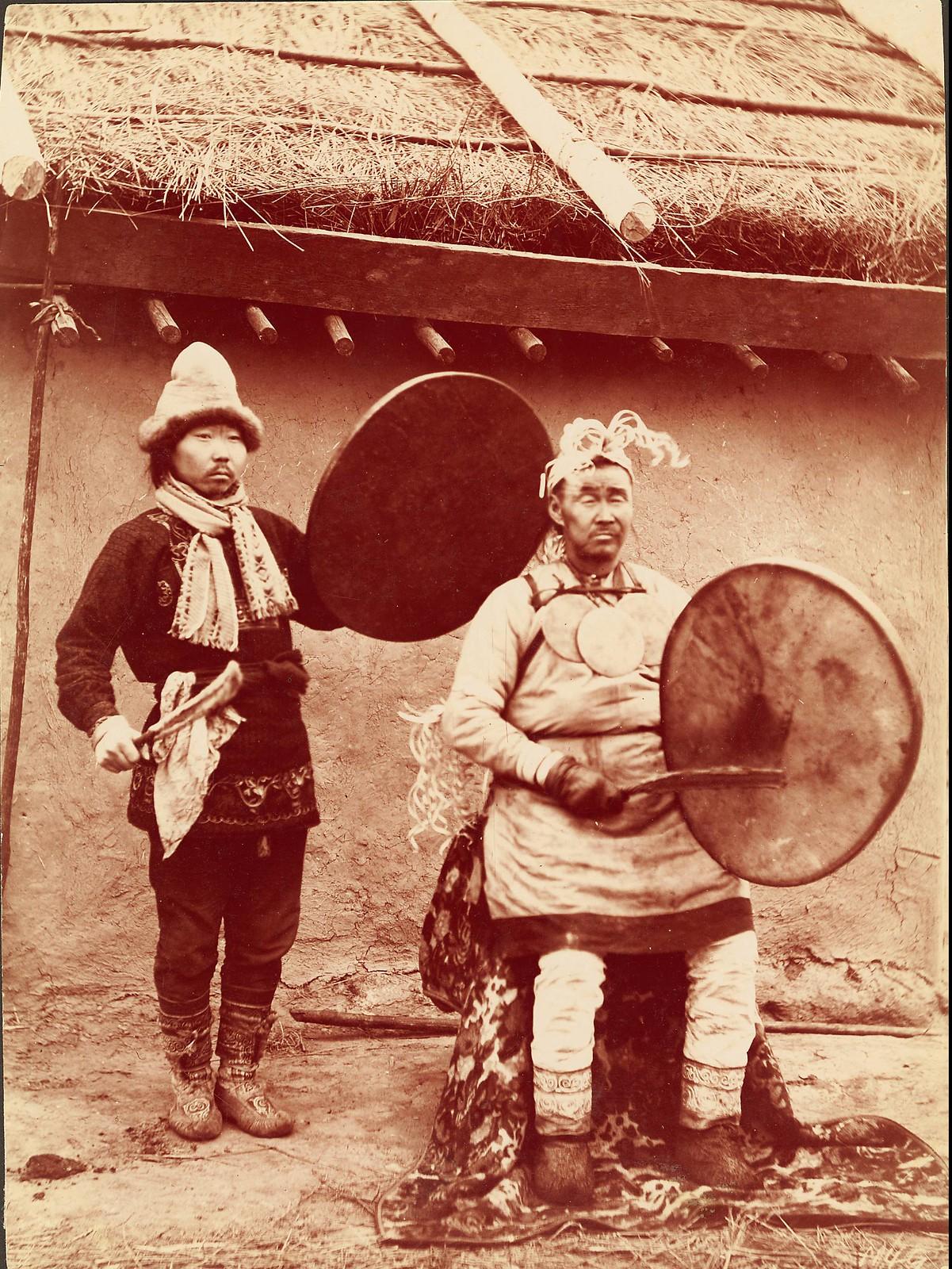 Шаман и его помощник