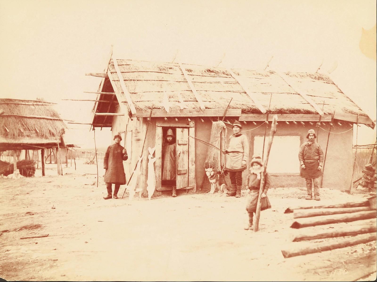 В деревне гольдов к северу от Хабаровска.