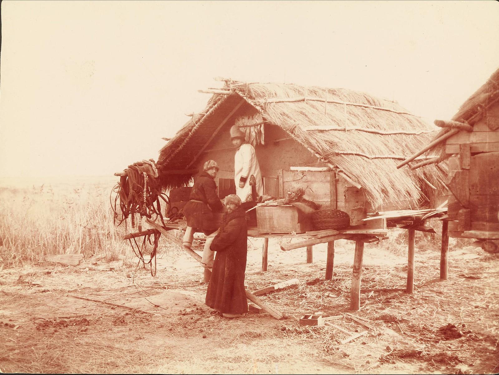 В деревне гольдов к северу от Хабаровска. Амбар