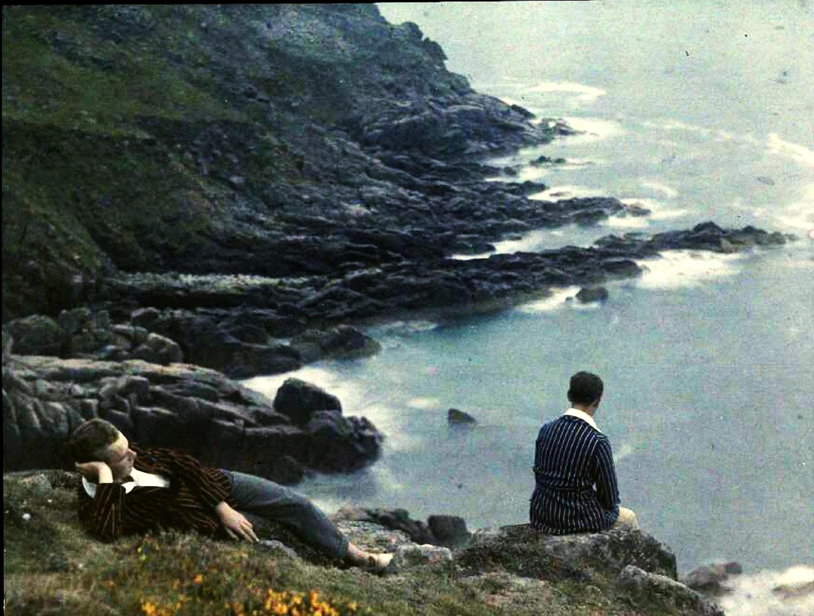 1921. Пьер и Андре Гейн на берегу моря