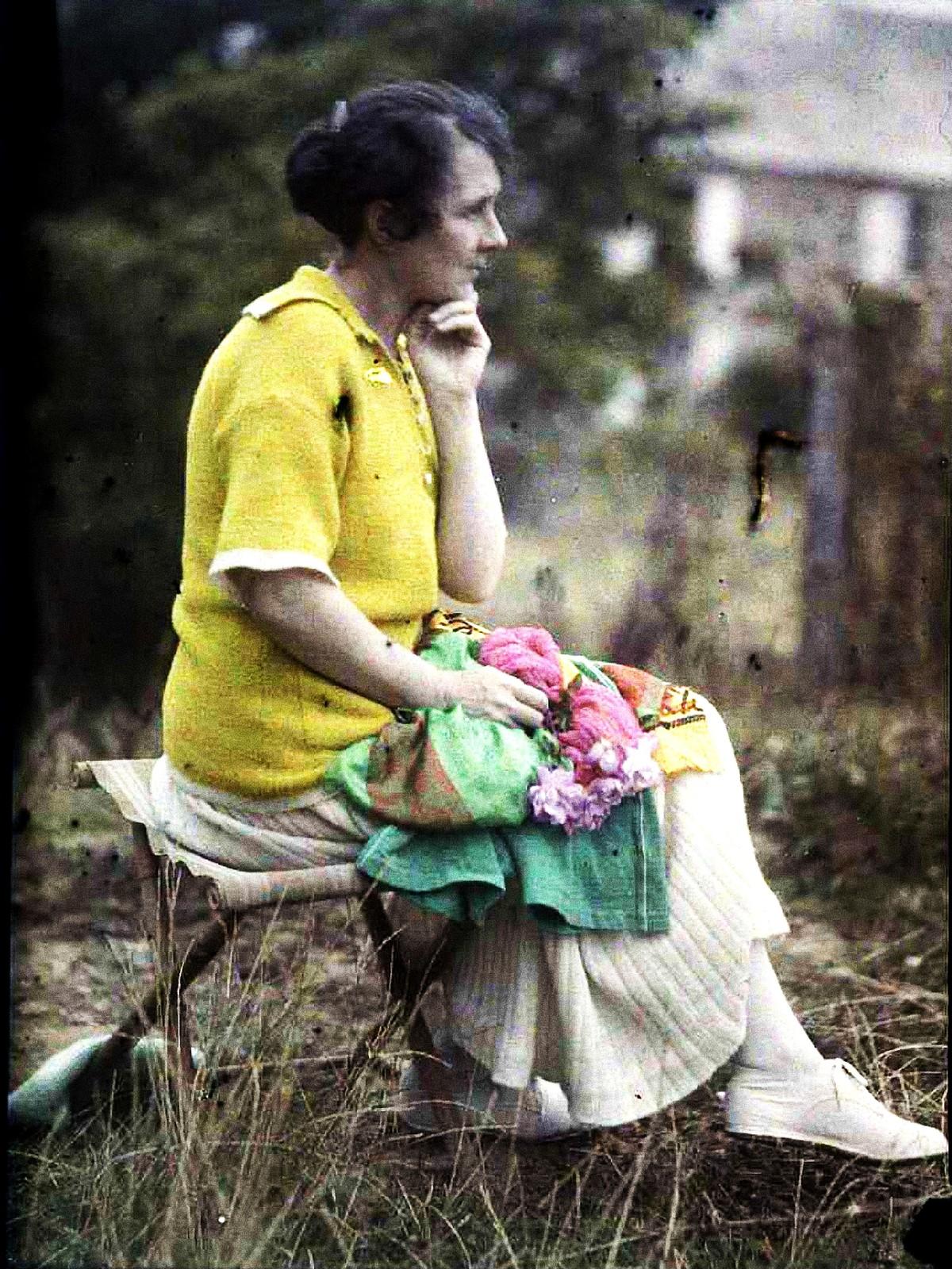 1921 Аделина в задумчивости