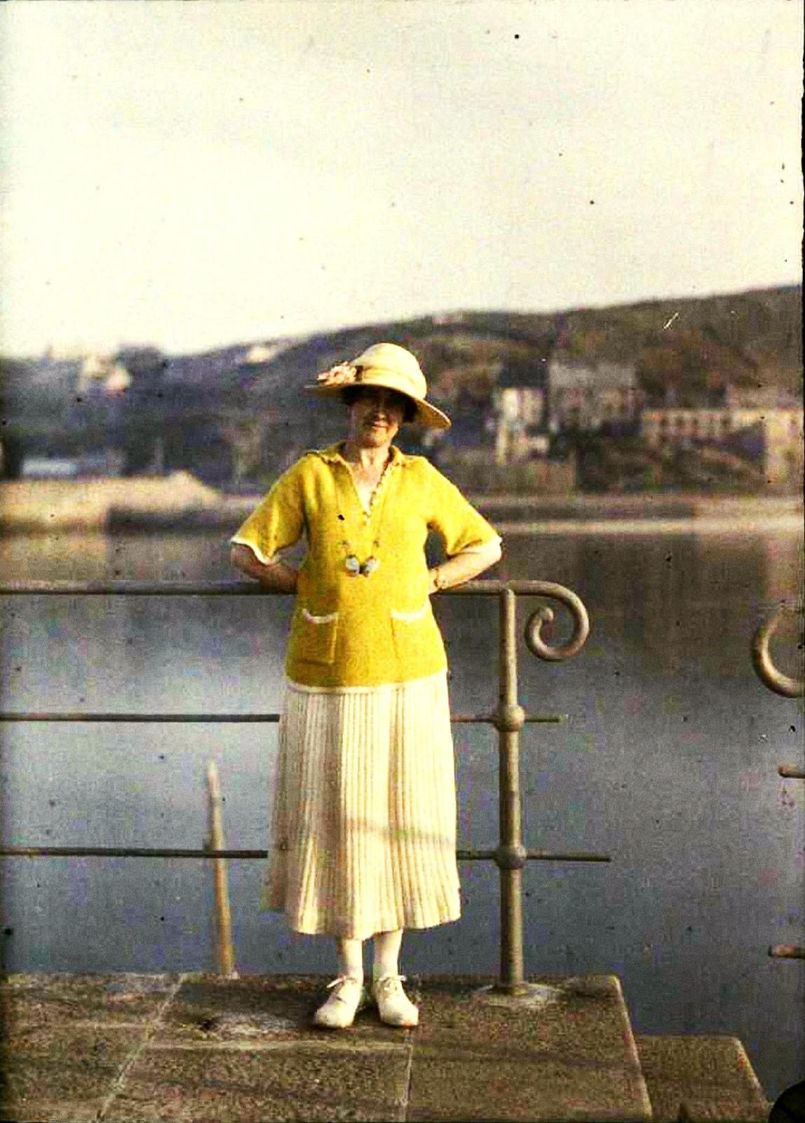 1921. Аделина стоящая на дамбе в Дюлетт