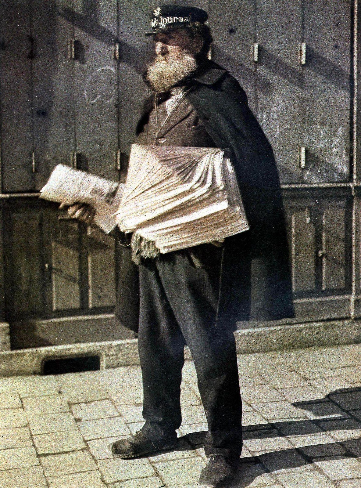 1917. Продавец газет на улицах Реймса