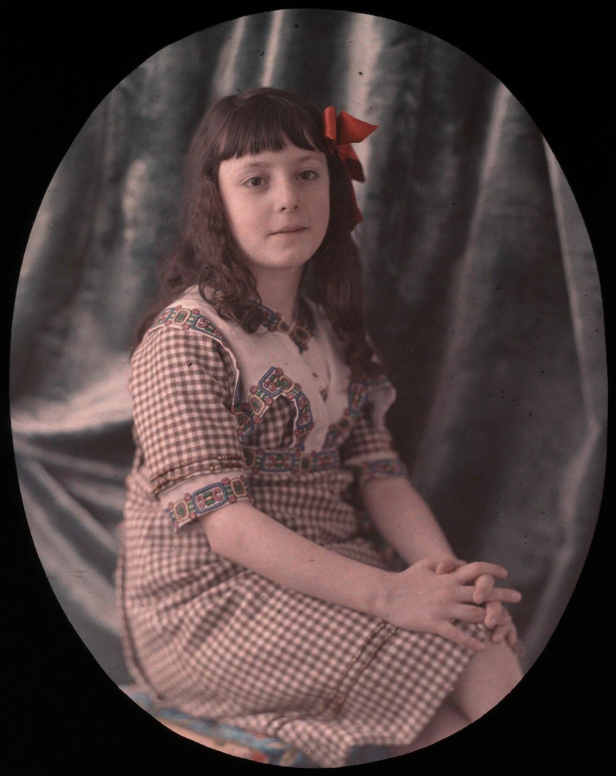 1920. Портрет молодой девушки (Франция)