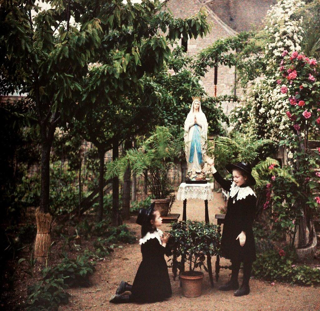 1920. Девочки молятся Деве Марии (Франция)
