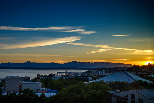 briburt seattle sunset olympicmountains pugetsound blue golden azure yellow dusk summer mountains water peaceful fujifilm xt2 27mm prime primelens xf sun clouds