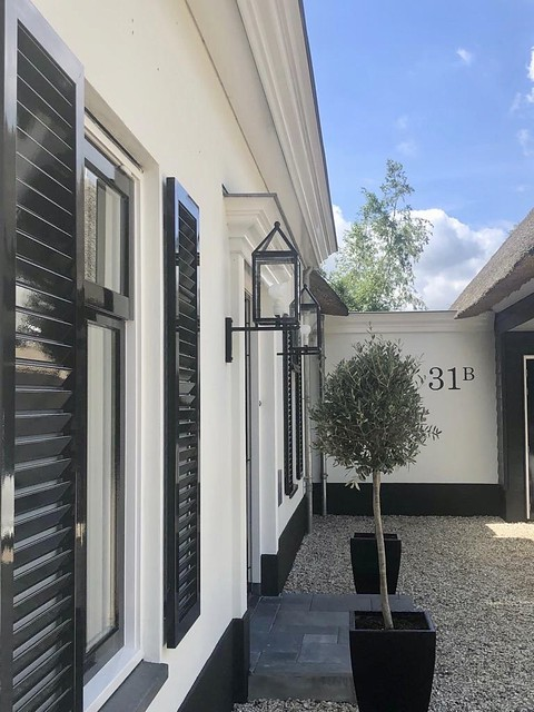 Klassieke voordeur en entree