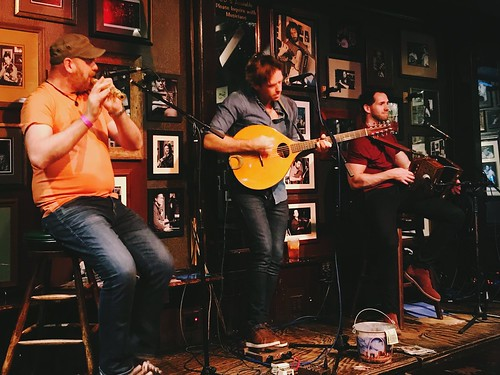 Roving Out, a trio from Belfast, just crushed their opening set @JohnDMcGurk's! ~ #RovingOut #TradTunes #JohnDMcGurks #Soulard #STL