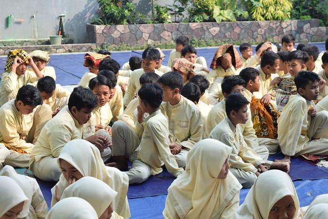 Guru dan Siswa SMP YAPPA Depok Halal Bihalal