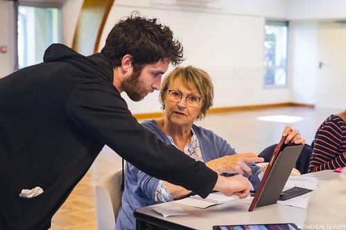 Ateliers Pixels à Chavagne : seniors & numérique © Gwendal Le Flem