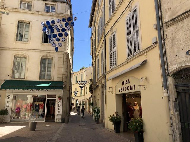 Calle del centro histórico de Nimes (Francia)