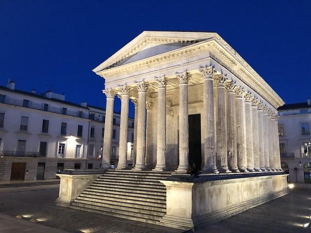 Maison Carrée, uno de los lugares imprescindibles que ver en Nimes (Francia)