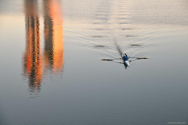 Remando al amanecer - Paddling at sunrise