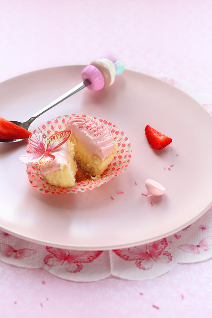 Strawberry Cupcake with Tangerine Curd Filling