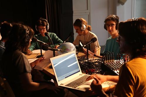 Taller radiofònic a l'Escola Isabel de Villena