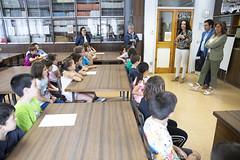 Els cònsols, Conxita Marsol i Miquel Canturri visiten els alumnes de 3er de primària del col·legi Mare Janer.